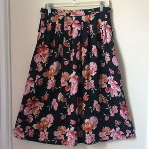 Forever 21 floral skirt with back zipper